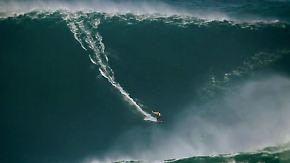 Big Wave Surfer vor Portugals Küste: Auf der Jagd nach der nächsten 30-Meter-Welle