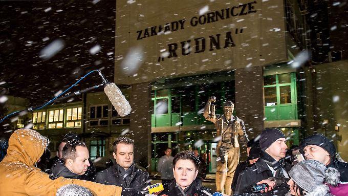 Die polnische Ministerpräsidentin Szydlo reiste zur Unglücksstelle.
