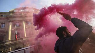 Umfragen, Ängste, Protest - Neuwahlen?: Worum es bei dem Referendum in Italien geht