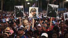 Zehntausende Kubaner versammelten sich in Santiago, um Castro die letzte Ehre zu erweisen.