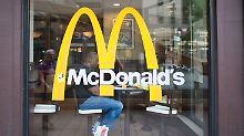 Mc Donalds soll sich schon die Unternehmen Deliveroo und Foodora als Servicepartner ausgesucht haben.