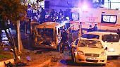Ein Doppelanschlag mit vielen Toten und Verletzten erschüttert am späten Samstagabend die größte türkische Stadt Istanbul.