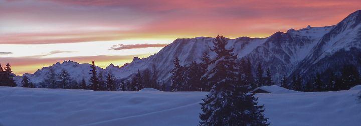 Verschneiter Traum mit Gemütlichkeit: Schweizer Chalets - Hüttengaudi in edlem Gewand