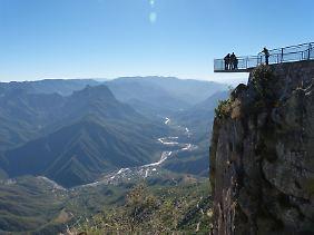 Attraktion mit Nervenkitzel: Die Aussichtsplattform am Urique Canyon ragt über den Abgrund hinaus.