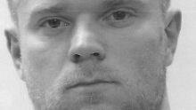 Filmreife Flucht aus dem Gericht: Räuber entwischt durchs Klofenster