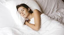 Wer erst einmal die richtigen Bettwaren gefunden hat, sollte auch noch ein wenig Zeit für die Wahl der passenden Bettwäsche aufwenden.