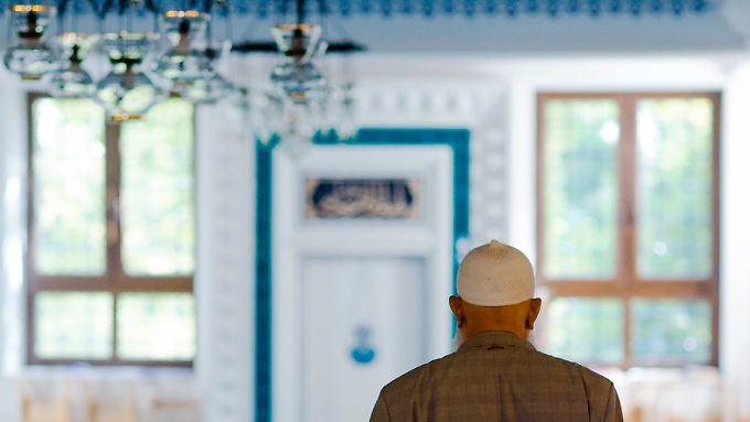 Ein Gläubiger in der Berliner Sehitlik-Moschee.
