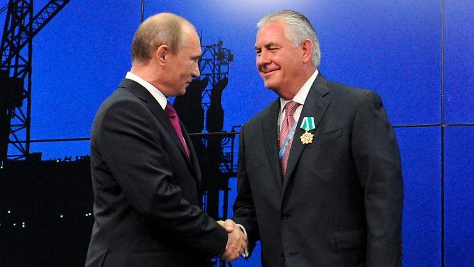 """2013 verlieh Putin Tillerson den """"Orden der Freundschaft""""."""