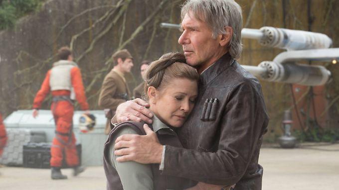 """Eine kurze """"Star Wars""""-Liebe, aber intensiv: Carrie Fisher und Harrsion Ford wiedervereint in """"Das Erwachen der Macht""""."""