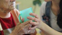 Keine Erhöhung bis 2022: Gröhe erwartet stabile Pflegebeiträge