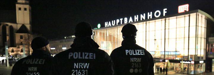 "Grüne prangern ""Racial Profiling"" an: Kölner Polizei verteidigt Silvestereinsatz"