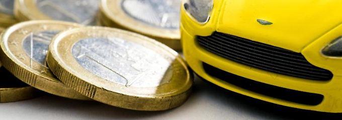 Wer vergleicht und dann auch wechselt, kann bei der Kfz-Versicherung viel Geld sparen.