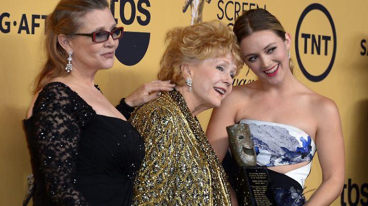 Carrie, Debbie, Billie - happy times bei der Verleihung des Life Achievement Award für Fisher 2015.