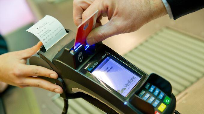 Zu hohe Gebühren für EC-Kartenzahlung: US-Kanzlei setzt deutsche Banken unter Druck