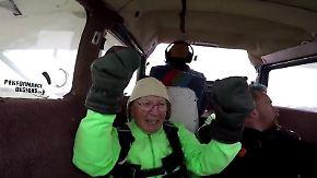 Rüstiger Abenteurer: Der Hundertjährige, der aus dem Flugzeug sprang