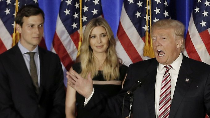 Donald Trump mit Lieblingstochter und Schwiegersohn bei einem Wahlkampfauftritt.