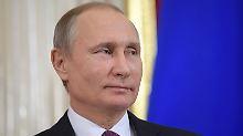 Angebliche Videos mit Prostituierten: Putin scherzt über Sexvorwürfe gegen Trump
