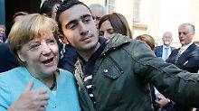 Syrer nach Merkel-Foto verunglimpft: Facebook wegen Fake News angeklagt