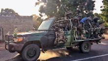 Neuer Präsident vereidigt: Senegals Militär marschiert in Gambia ein