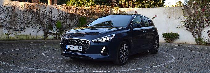 Der Hyundai i30 sieht gefällig aus. Nichts stört an dem koreanischen Kompakten, der angetreten ist den Golf zu ärgern.