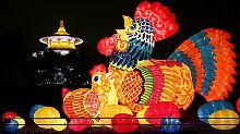 Millionen Chinesen feiern tagelang Neujahr: Der Feuer-Hahn übernimmt das Zepter