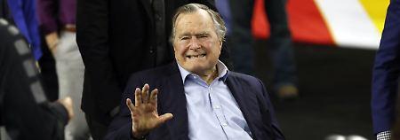 Mit seinen 92 Jahren ist Bush senior das älteste noch lebende ehemalige Staatsoberhaupt der USA.