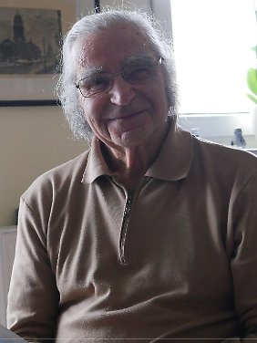 """Seit 20 Jahren engagiert sich Horst Selbiger, heute 89, als Zeitzeuge und spricht mit Abiturienten über sein Leben. Allein 2016 hat er 20 Schulen besucht. Außerdem ist er Ehrenvorsitzender des Vereins """"Child Survivors Deutschland - Überlebende Kinder in der Shoah""""."""
