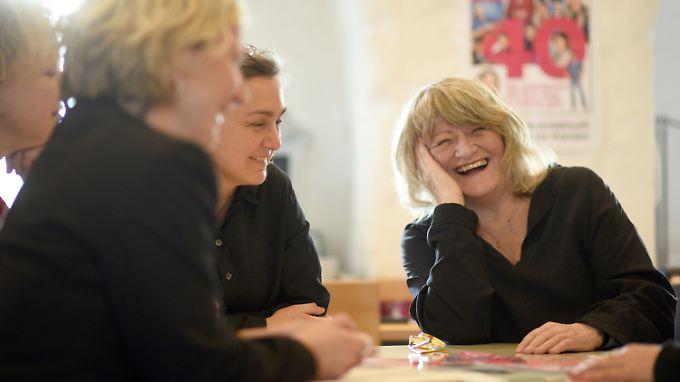 """Die Mitarbeiterinnen der """"Emma"""" Chantal Louis, Anett Keller, Margitta Hösel und Alice Schwarzer im Januar 2017."""