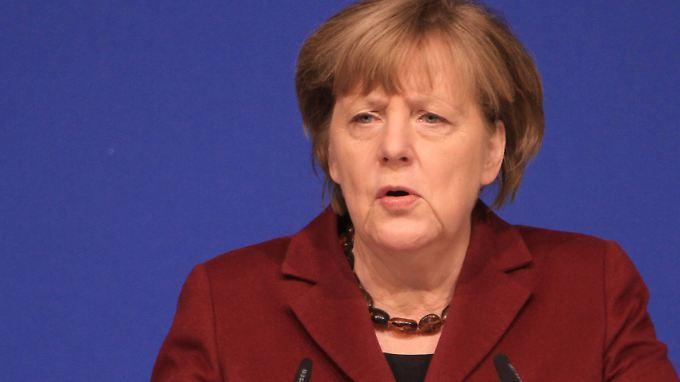 Merkel lässt über ihren Sprecher ausrichten, was sie von Trumps Einwanderungspolitik hält.