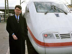 """Aufbruch ins Zeitalter der Hochgeschwindigkeitszüge: Der damalige Bahnchef Heinz Dürr bei der Vorstellung des """"Intercity Express"""" 1991."""
