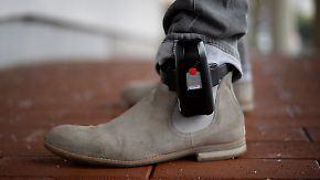 Für bessere Kontrolle von Gefährdern: Kabinett beschließt elektronische Fußfessel