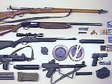 Mann in Dessau verhaftet: SEK findet bei Razzia hunderte Schusswaffen