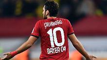Da Hakan Calhanoglu bis zum Saisonende seinem Arbeitgeber nicht im Kampf um Punkte helfen kann, verzichtet er auf sein Gehalt.