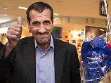 Schon vor dem Richterspruch aus Seattle konnten Menschen aus den sieben muslimischen Ländern - hier ein Mann aus dem Iran - wieder in die USA reisen, sofern sie gültige Papiere hatten.