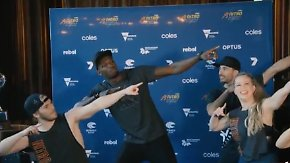 Spontane Showeinlage: Usain Bolt tanzt den Blitz-Dab