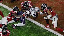James White von den New England Patriots spielt den entscheidenden Touchdown.