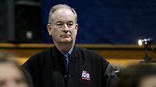"""ARCHIV - Fox-News-Moderator Bill O'Reilly verfolgt am 05.01.2008 in Penacook (US-Bundesstaat New Hampshire) eine Rede. (zu dpa """"Kreml verlangt Entschuldigung von US-Sender """" vom 06.02.2017) Foto: Justin Lane/epa/dpa +++(c) dpa - Bildfunk+++"""