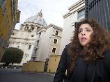 Luxus und Liebe im Vatikan: Die Frau, die die Kirche herausfordert