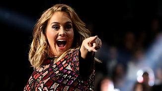 Promi-News des Tages: Adele lüftet auf der Bühne ein Geheimnis