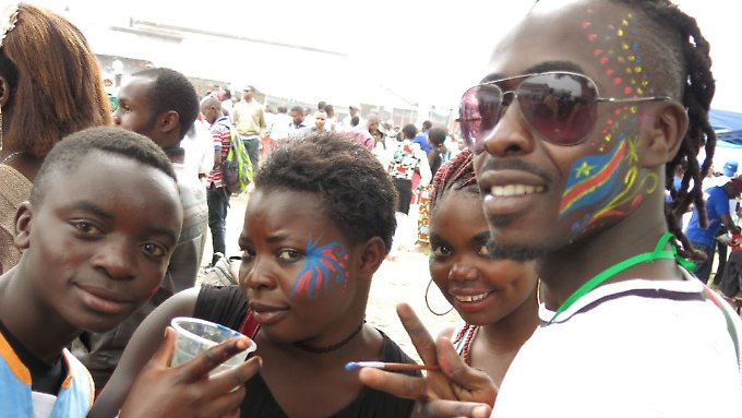 Zum Lachen und Feiern gibt es im Kongo sonst wenig Anlass.