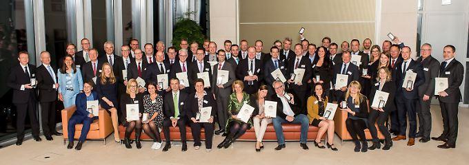 Glückliche Gewinner bei der Preisverleihung in der Berliner Bertelsmannrepräsentanz.