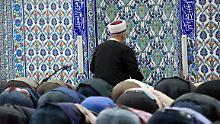 Vorgebetet: Ditib-Imame stehen sowohl von Seiten der deutschen Politik als auch vieler Muslime in der Kritik, der verlängerte Arm der türkischen Regierung zu sein.