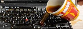 Schreckmoment am Schreibtisch: Was tun, wenn der Laptop nass wird?