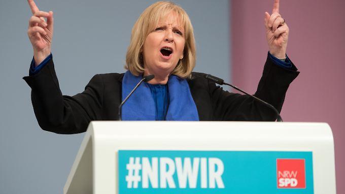 Kämpferisch gibt sich Kraft bei ihrer Rede auf der Parteikonferenz in Düsseldorf.