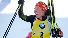Laura Dahlmeier schafft historisches und feiert ihr fünftes Gold bei einer Weltmeisterschaft.