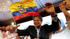 Der Konservative Guillermo Lasso tritt gegen Moreno in der Stichwahl an.