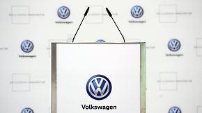 """Betriebsversammlung in Wolfsburg: VW-Belegschaft diskutiert umstrittenen """"Zukunftspakt"""""""