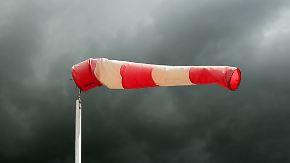 """Orkanböen auch in Großbritannien: Sturmtief """"Thomas"""" nimmt an Fahrt auf"""