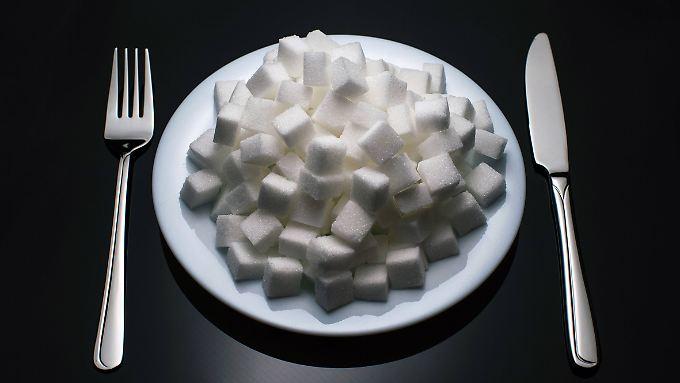 Viele Menschen ernähren sich zu zucker- und fettreich.