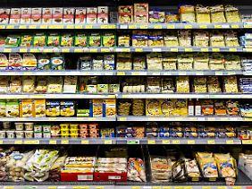 Sozial Schwächere greifen im Supermarkt eher zu ungesünderen Fertigprodukten und Fast Food.